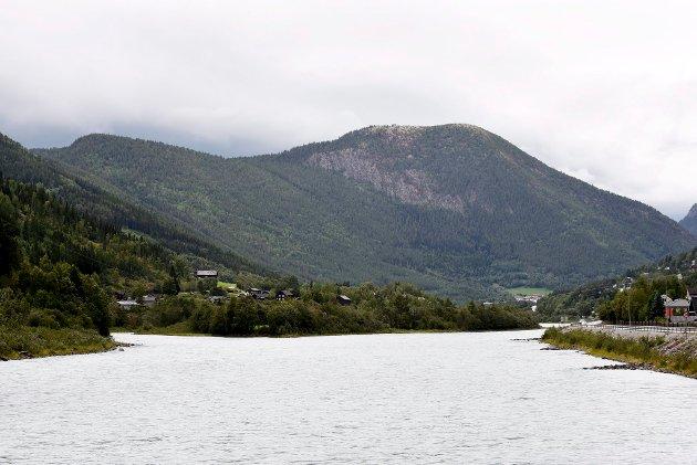 Midt i bildet ligger Thoøya. Her skal det bygges nytt vannverk for Otta.