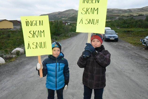Sjur og Jørgen rakk å gi uttrykk for sin mening før de skulle ta fatt på første skoledag.