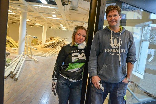 Gudny Leifsdottir hos Velvære i sentrum og Richard Jørgensen hos Mudo satser sammen i nye lokaler ved Bikkjetorget.