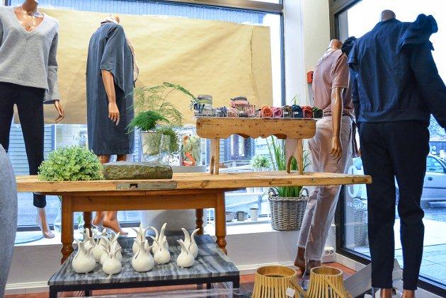 Pernille Flyvholm åpner kles- og interiørbutikken Zofie 1. mars 2017. Hun har fokus på en tøff og nordisk stil på klær og interiør som hun selger, og butikkinnredningen er også av det tøffe slaget. Flyvholm har laget flere ting selv, som dette bordet. Det består av en dør festet til et gammelt bort og gir Flyvholm akkurat det hun trenger.