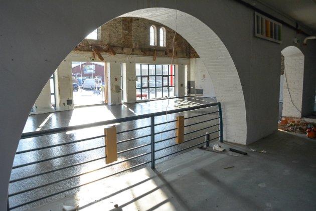 Gulvet i inngangspartiet er hevet 70 centimeter. Nå skiller det kun 30 centimeter inn til den gamle Montér-butikken.