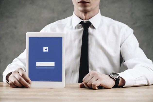 FORVENTNING: – Jeg mener vi må kunne forvente mer av topplederen enn av folk flest, også i sosiale medier – vår tids kraftigste kommunikasjonskanal, skriver Hanne Lund-Nilsen i dagens Signert. Foto: Colourbox