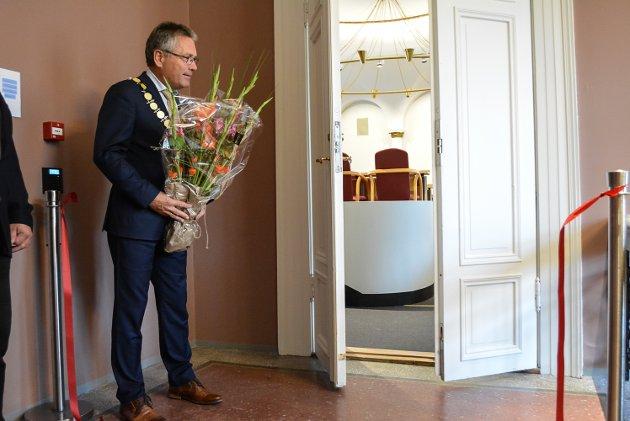 POSITIV: Ordfører Thor Edquist er meget fornøyd med utvikling i Halden om dagen. Her er han fotografert i forbindelse med åpningen av det nyoppussede Gamle rådhus og kommunestyresalen tidligere i september.