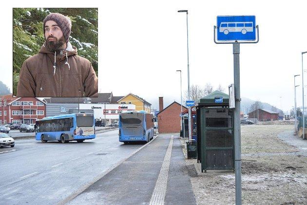 REAGERER: Kjetil Stenvik er glad for at Østfold kollektivtrafikk og Nettbuss tar kritikk etter episoden der hans sønn ble satt av åtte kilometer hjemmefra. Men reagerer på flere påstander i saken.