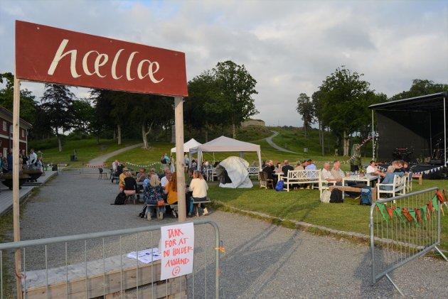 """Alle som tok turen på konsert med """"Ledin Bandet"""" fikk en hyggelig velkomst i form av et """"Hællæ""""-skilt."""