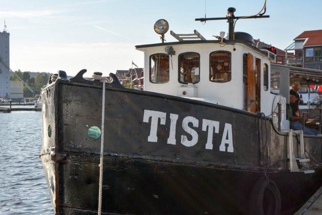 """Veteranbåten """"Tista"""" sørget for at rundt 20 personer kom seg fra Havna og ut til Monolittbruddet, og hjem igjen."""