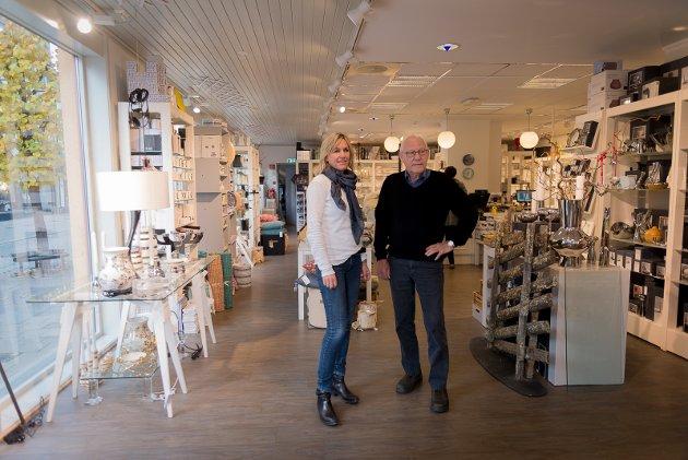 FAR OG DATTER: Lene Knudsen Helgstad og Otto Knudsen inne i dagens Hamar Glasmagasin.