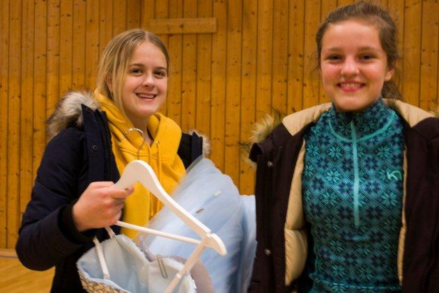 Gleder seg til ball: Venninnene Malin Nordbustad Hauke og Maren Måkestad Tvedt har begge gjort gode kjøp.