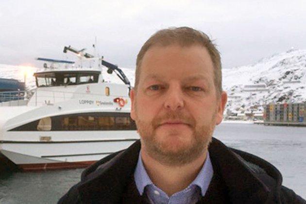 HYLLES: Loppa-ordfører Steinar Halvorsen hylles av Skjalg Fjellheim.