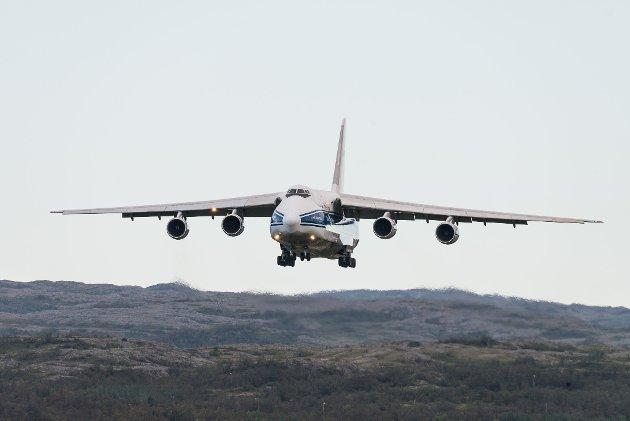 Antonov 124-100 er verdens største serieproduserte transportfly. Flyet har også en «storebror», Antonov An-225, men dette flyet finnes det kun ett fungerende eksemplar av.
