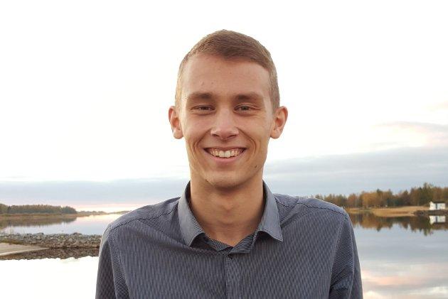 Alexander Nilsen fra Kokelv mener presten i Kvalsund utsettes for samme intoleranse fra debattanter selv etterlyser hos presten.