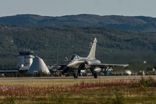 BANAK: Bruk heller denne flyplassen istedenfor Evenes, oppfordrer artikkelforfatteren. Dette bildet er tatt ved en annen anledning da Dassault Rafale fra Arme De L´Air (det franske luftforsvaret) trente i Finnmark.
