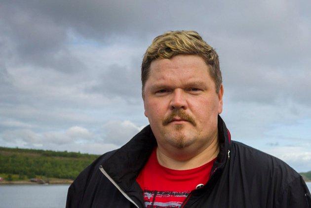 KRITISK: Frank Emil Trasti mener det er forskjell på laksefiske i sjø og elv.