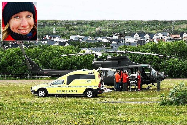 LANGVARIG HJELP: Forsvaret har i flere perioder vært leid inn for å bistå luftambulansetjenesten. Dette bildet ble tatt i sommer på et oppdrag i Vadsø.  Nå bør helseministeren gjøre grep for å sikre varig helikopterberedskap i Øst-Finnmark, mener ansvarlig redaktør Anniken Renslo Sandvik i Finnmarken.