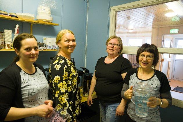 Katrine Amundsen, Renate Sjursen, Gro Mikkelsen og Mette Olsen bidro på kjøkkenet til folkefesten.