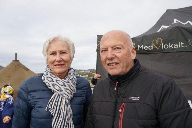 LANG REISEVEI: Kolbjørn og Astri Eilertsen bor i Arendal, men har sommerhus i Mehamn. De kom helgen før bolystuka og får dermed akkurat med seg alt som skjer.