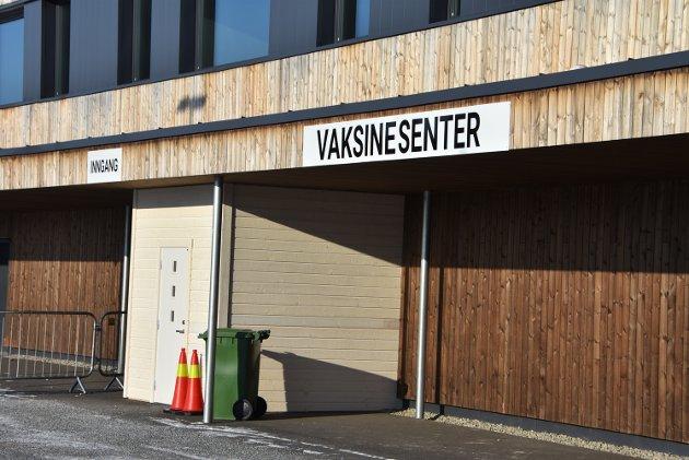 Thor L fra Aurskog forteller om hvordan han opplevde å bli vaksinert i flerbrukshallen på Bjørkelangen.