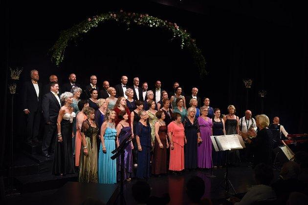 Strupebandet er leia av dirigent Kari Aalvik Tarberg.