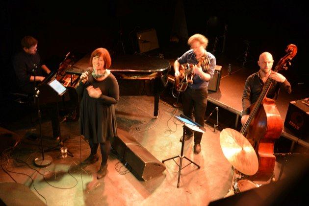 Music with Z består av Gro Bjørnnes (vokal), Helge Flatland (piano), Frode Kjekstad (gitar), Andreas Dreier (bass), Magnus Sefaniassen Eide (trommer)