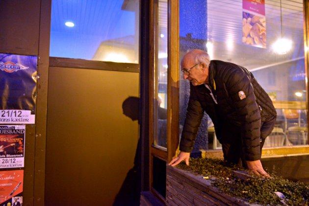 Ragnar Løvgreen Jenssen fortviler over at minibanken på Vestsida er borte.