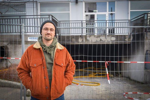 Lars Jæger snakker om brannen i Kongens gate. Foto: Eigil Kittang Ramstad