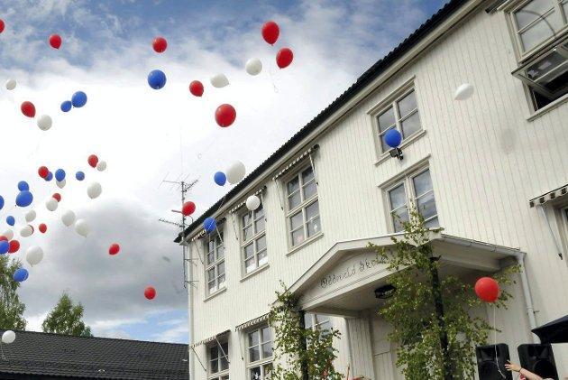 ODDEVALL. Elevene på Oddevall skole slapp 200 ballonger i rødt, hvitt og blått opp i skyene som markering av 200-årsjubileet i 2014.