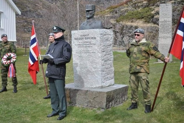 Områdesjef Bjørn Ragnar Larsen ved minnemarkeringen i Moskenes.