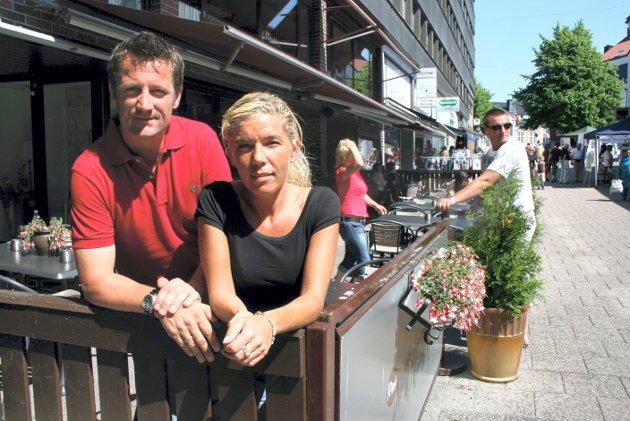 Tommy Hyggen og Cathrine Syverud på serveringstedet Komma, som holdt til i Møllehaven-lokalene i gågata.