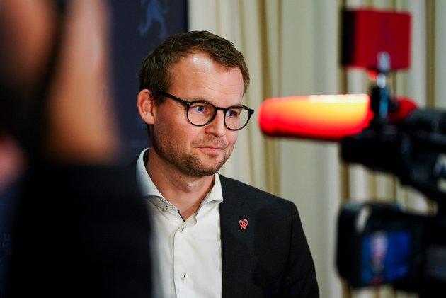 AVSLØRT: Kjell Ingolf Ropstad møter pressen etter Aftenposten avslørte at han gjorde grep for å slippe skatt på statsrådsboligen.
