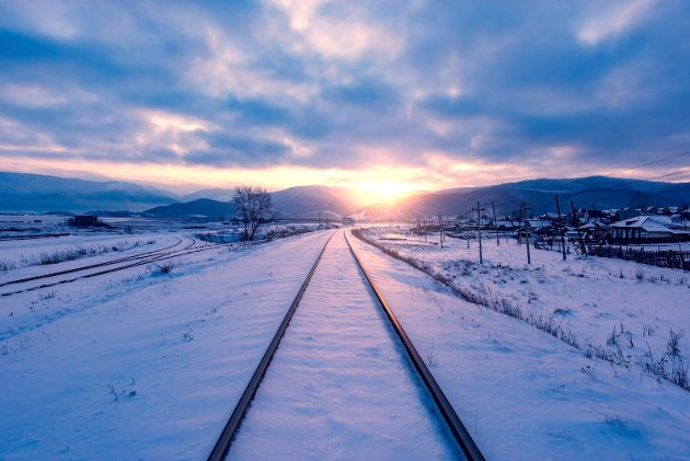 Winter view of the old railway at sunset time. I DET BLÅ: Trenering er Nord-Norgebanens varemerke, derfor stadig nye utredninger, skriver Eivind Sivertsen. Foto: ColourboxALNK: «Jeg gidder ikke å gi opp!» * 2520200229033333024PLNK: NLY12AVI20022904000 * 2520200229033041001IPTC:  Keywords = travel ° nature ° nobody ° outdoor ° no people ° snow ° frozen ° cold ° winter ° landscape ° white ° weather ° scenery ° rural ° season ° sky ° countryside ° morning ° frost ° hill ° evening ° arctic ° north ° horizon ° sunset ° sunrise ° dusk ° twilight ° straight ° street ° village ° trip ° cloudscape ° direction ° sunlight ° tundra ° railway ° transport ° station ° arrival ° departure ° line ° railroad ° track ° journey ° destination ° junction ° long ° windy ° distance  By-line = dfhdf  Object Name = Railway at sunset time.  Headline = Railway at sunset time.  Date Created = 2017-01-14LNNR: 2520200229033333025Nordlys 20200229 horizontal DPI_180x180 Jernbane vinter NLY_Leserbrev Edda Media × 20200229 × NLY_Leserbrev × 4 × Version2 ×  ×  × 2015-1sr3_4080 × Nordlys_arkiv_678797291