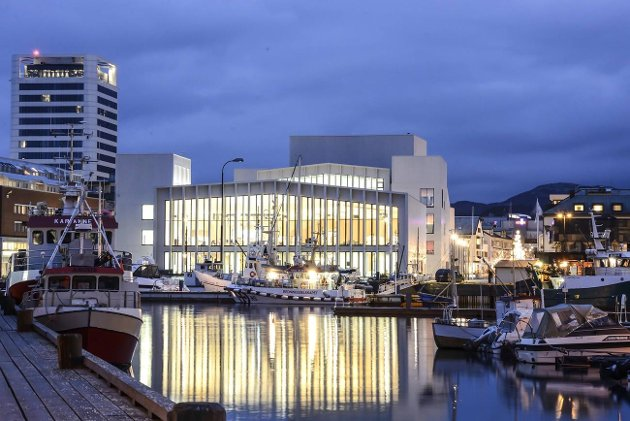 Nordland Høyres elite- og sentraliseringstenkning vil rett og slett være en trussel for Bodø 2024, skriver Arbeiderpartiets Mona Nilsen og Bjørnar Skjæran. Bildet viser kulturkvartalet Stormen i Bodø.