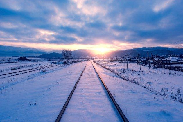 En jernbane som starter på Kirkenes kan vise seg lettere å virkeliggjøre enn videreføring av Nordlandsbanen, og antagelig vil den bli ikke bare samfunnsøkonomisk, men også bedriftsøkonomisk lønnsom, skriver Gunnar Thraning.