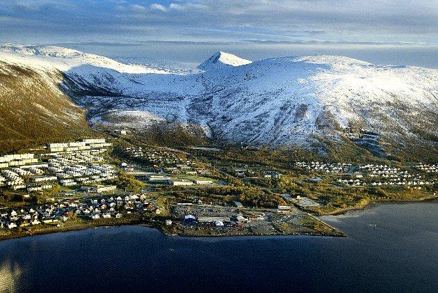 Vær så snill, Tromsø-politikere: Vern om strandsonen. Ikke godkjenn høyblokker i strandsonene. Tenk heller over hvordan dere kan lage en attraktiv by og gi byen vår karakter, skriver Beate Josefsen. Dette bildet av Kroken er tatt i 2004.