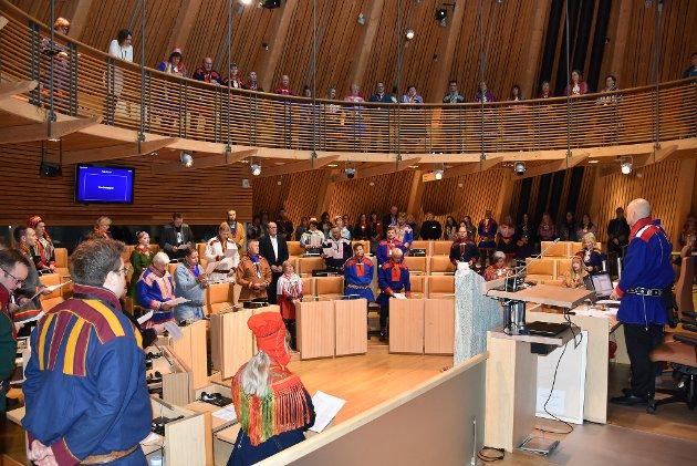 I hvilken grad kan identiteten til partienes 635 nominerte til Sametinget knyttes «til grunnleggende samisk kultur og levemåte» - og partiprogrammene til samerettsutvalgets og Stortingets grunnsyn om språklig og kulturell egenart?spør Karl-Wilhelm Sirkka.