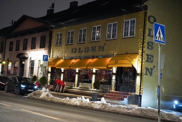 """STINN BRAKKE: Det var ikke mange ledig seter hos Olsen på Bryn fredag kveld da Nordstrands Blads reporter tok turen innom """"stamstedet"""" til mange lokale beboere."""