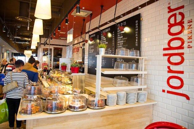 FOLKETS FAVORITT: Vann og Brød har inntrykk av at det nesten alltid er fullt på Jordbærpikene på Jekta. Maten er fin, den. Lokalene, servicen og menyen likeså. Prisen er imidlertid litt i overkant høy.
