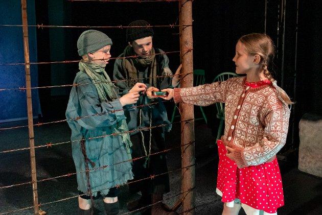 VIKTIG TEATER: Det er Lille HT denne gjengen kommer fra, og det er bare å klappe i hendene. Sofie og Kathrine er et nydelig stykke viktig teater, skriver vår anmelder.