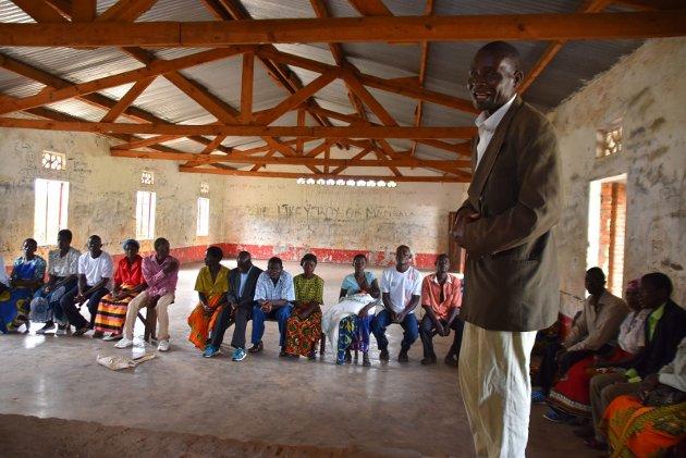 INVOLVERING: FORUT driver blant annet «Happy family»-prosjekt i Malawi der temaet er hvordan vold og rusbruk blant menn påvirker kvinner og barn i familien. Mennene må inkluderes for å skape positiv endring.