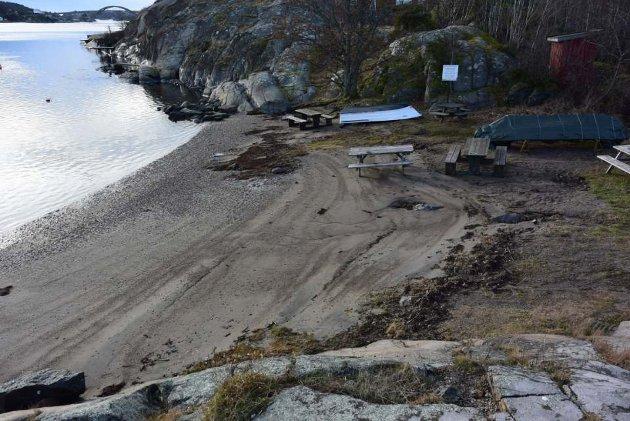 Regnbuen: Kommunen har fått tilbud om å kjøpe denne stranda.