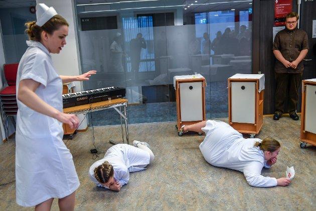 Sykepleierutdanninga ved Campus Helgeland har alternativ historieundervisning med vandrespill.