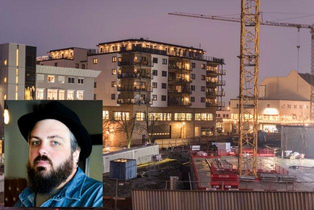 Øyvind Mobekk er meget kritisk til Haakon Tronruds byggeprosjekter i Hønefoss sentrum.