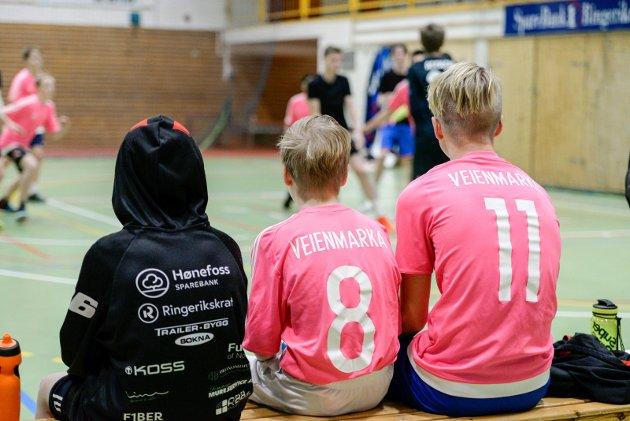 SKOLECUP: Det var full aktivitet i Ringerikshallen tirsdag, under den årlige skolecupen i basket.