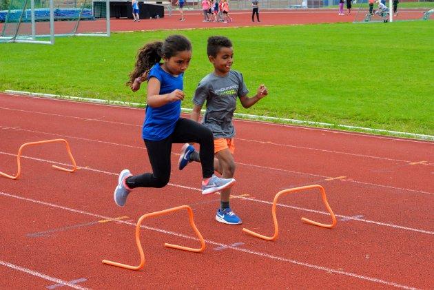 FRIIDRETSSKOLE: Ringerike Friidrettsklubb utvidet suksessen fra i fjor, og inviterte denne sommeren barn fra 6-12 år til friidrettsskole også i uke 26.