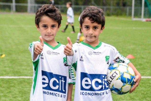 HBK-DAGEN: Brødrene Hassan og Yaman (6) koste seg stort under HBK-dagen, og gledet seg til første skoledag mandag.