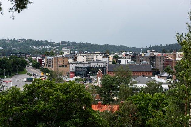 Hønefoss sentrum og sentrumskvartalet sett fra St. Hanshaugen