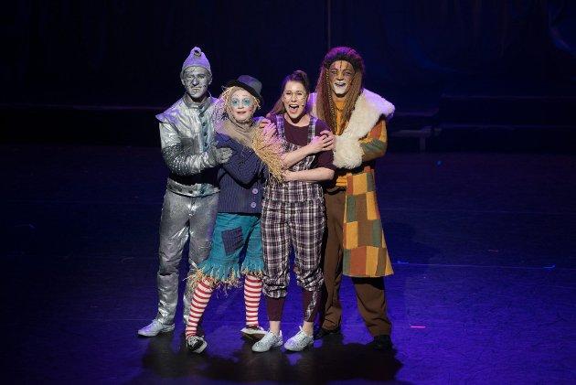 Musikalen «The Wiz»: hadde premiere i Ullensaker kulturhus torsdag kveld. Forestillingen er en storsatsing med kor og solister på scenen.alle foto: vidar Sandnes