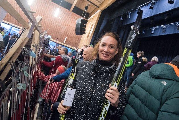 Anne Nordal har funnet seg ski.