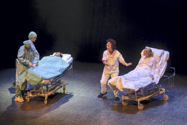 Helt sjukt: En revy med handling fra Ahus handler så klart om operasjoner og sykesenger.