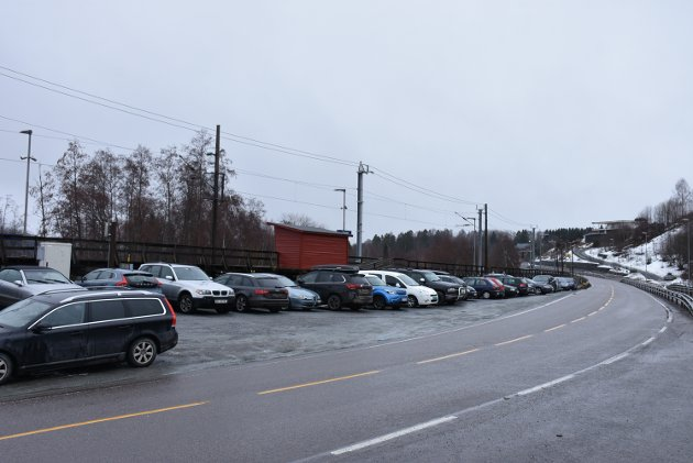 – Prisverdig: Svingen stasjon kan bli et viktig knutepunkt både for beboere på østsiden av Glomma i Fet og for pendlere fra nabokommunene, skriver innsenderen som støtter forslaget om å utvide parkeringen ved stasjonen.