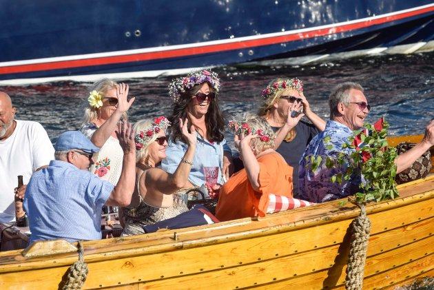 Mange tok del i årets båtkortesje i Sandefjord på sankthansaften.